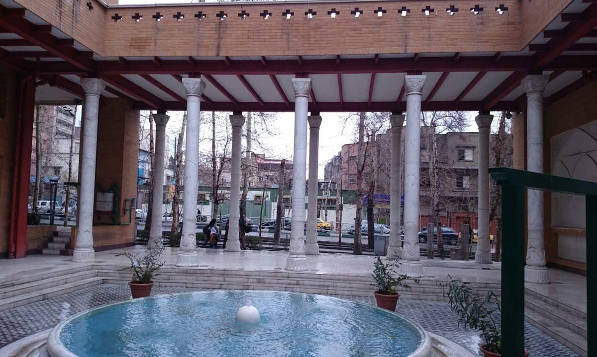 رواق هتر در خیابان ولی عصر تهران